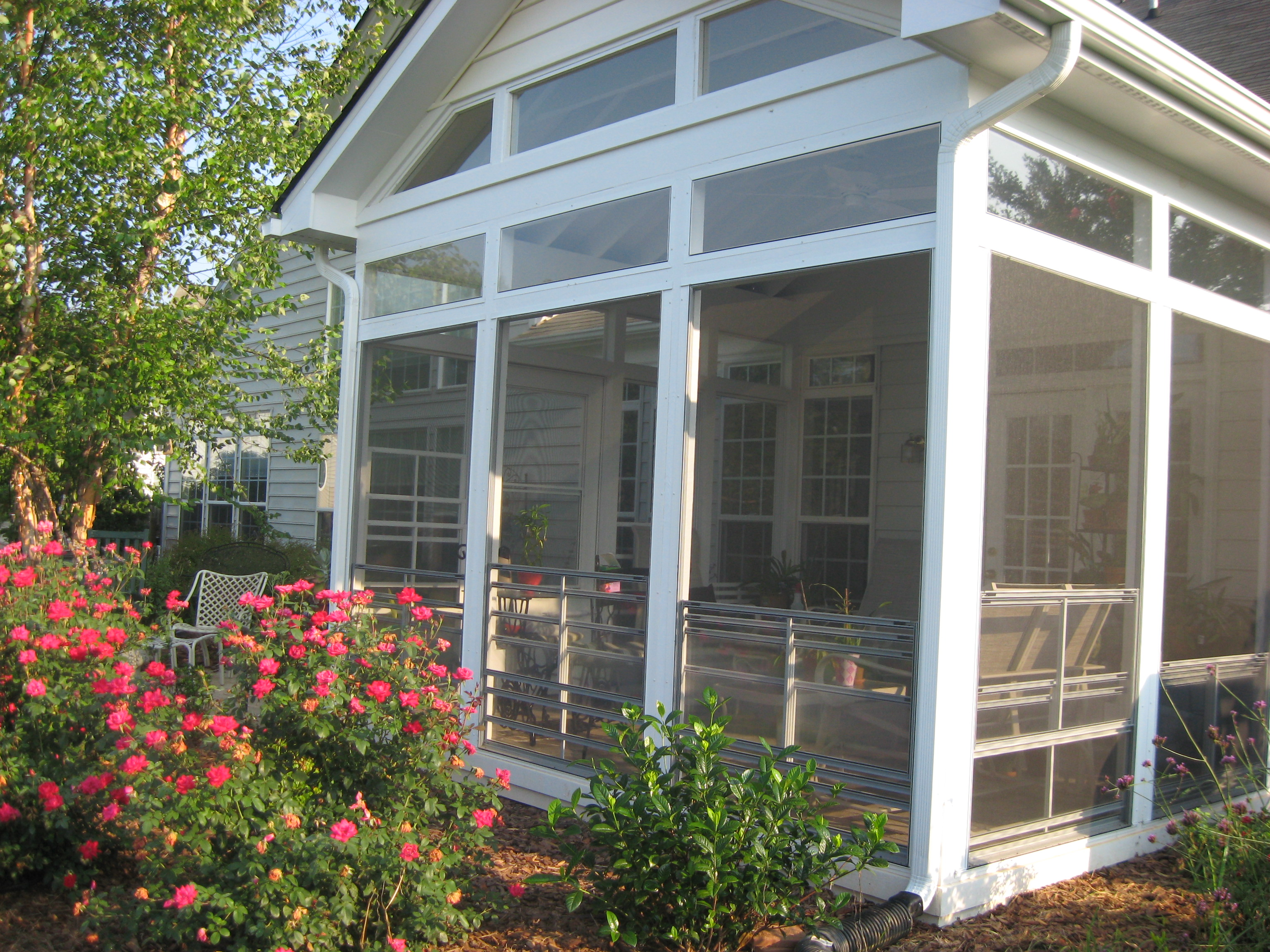 Screen porches with a window enclosure system prevents for Retractable screen porch systems