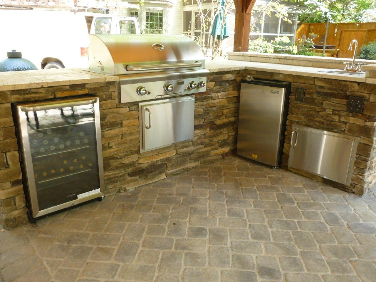 Define an outdoor kitchen and what should it cost - Outdoor kitchen grill cabinets ...