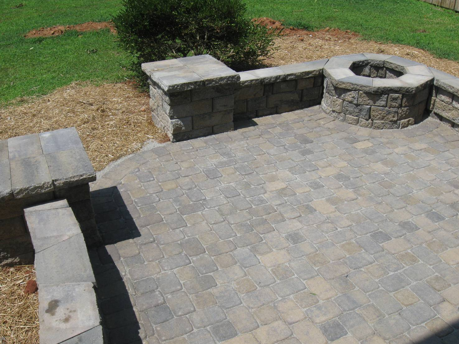 paver patio with sitting wall and fire pit - Paver Stone Patio